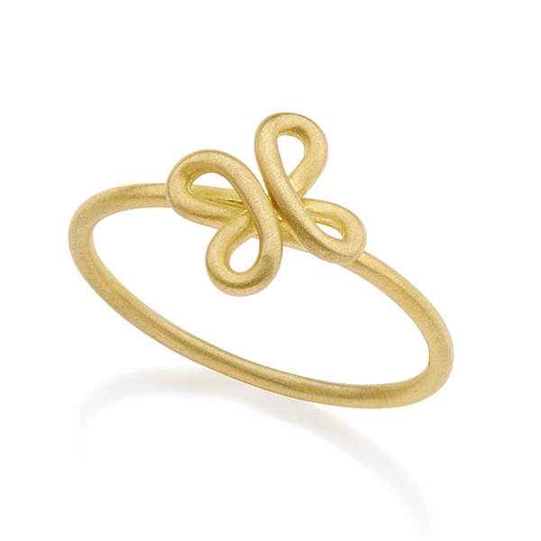 Designer: Antonio Bernardo<br/>Style: 'Trevo' Ring<br/>Metal: s18-karat yellow gold,  matte finish<br/>Finger Size: 6